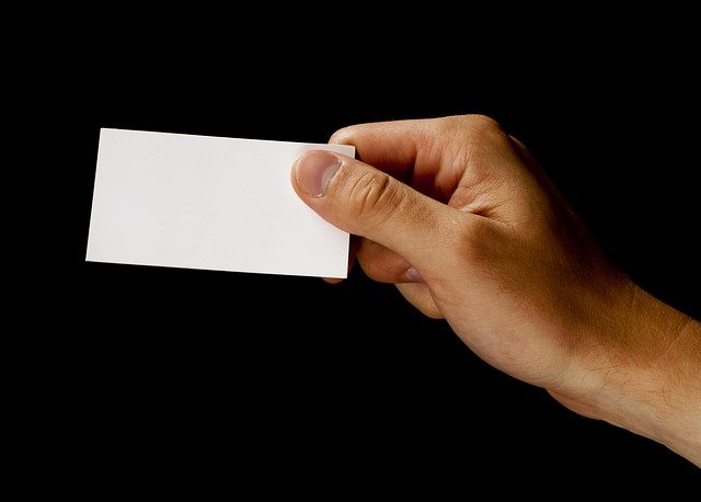 כרטיס ביקור לעורך דין שנשלח בהודעה אוטומטית בוואטסאפ