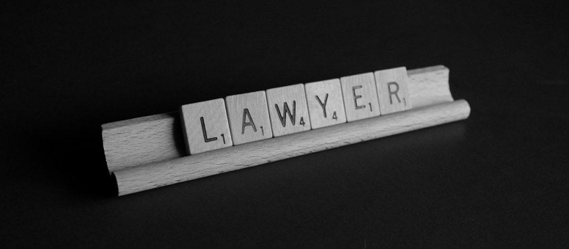 להתייעץ עם עורך דין פלילי
